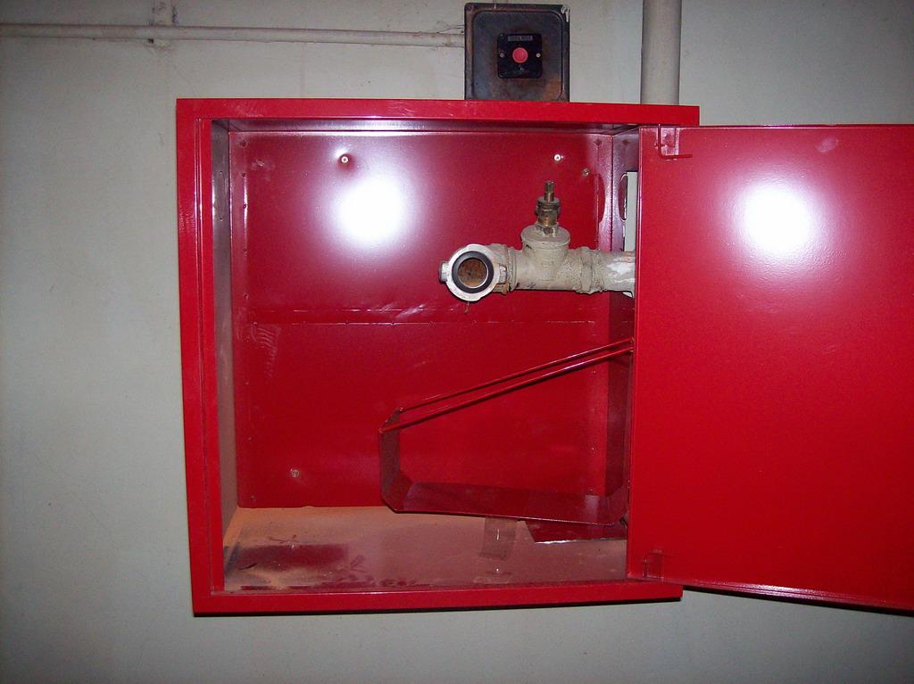 стоимость пожарных шкафов в комплекте гласила, что такое